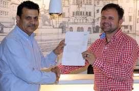 Bernd Lesch, Export Manager der Winora Gruppe (rechts) mit Rajesh Kalra, CEO Suncross (Naren International) | Bild: Winora