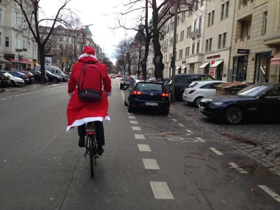 Weihnachtsmann auf Berliner Sraßen