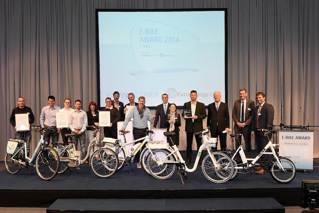 Am 2. Oktober 2014 prämierten RWE und ExtraEnergy auf der INTERMOT in Köln bestes Pedelec Konzept. Bild: RWE Deutschland AG
