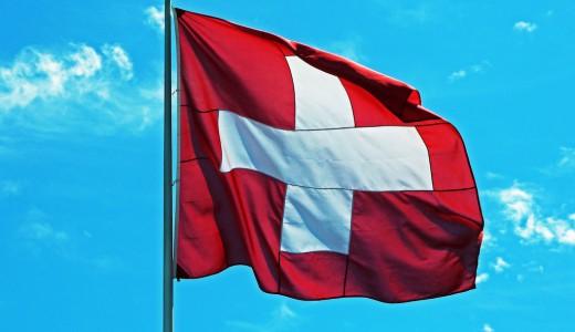 Schweiz_Flagge_original_R_by_Andrea Damm_pixelio.de_1024px