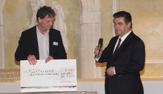 Spende BMZ Kinderhilfsaktion Sven Bauer und Klaus Herzog