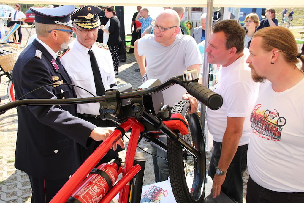 Besuch Hartmut Ziebs Feuerwehr-eBike 2016 FLORIAN